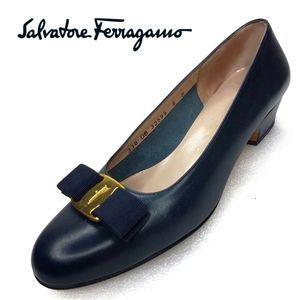 Salvatore Ferragamo Classic Vara Pump size 8